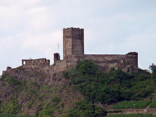 Die Ehrenburg bei Brodenbach an der Mosel aus dem 12. Jahrhundert