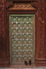 India: Jodhpur (dscheronimo) Tags: door travel india nikon asia asien schuhe indien reise jodhpur tre d60