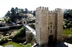 Toledo (España), Puente de Alcántara (ipomar47) Tags: door bridge españa puente spain puerta gate pentax toledo tajo k5 alcantara