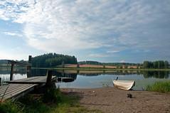 (Sebtaui2010) Tags: lake finland lago muelle boat nikon barca finlandia d5000 nubesreflejo nikond5000 embarcaderocielo