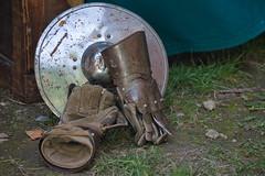 Pause du midi (Luc Marc) Tags: france history arms medieval histoire glove shield bruniquel middleage moyenge bouclier tarnetgaronne gant mdival arme midipyrnes