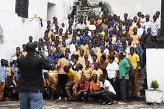 Foto de recuerdo (pacientt) Tags: negro multitud fotografia turismo fotodegrupo