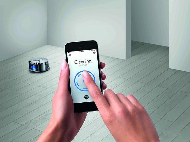 透過Dyson手機應用程式查看清潔進度及指令吸塵機器人進行清潔