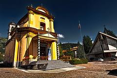 Dorga -- Le due chiese nel piazzale (Marco Trovò) Tags: street italy strada italia bergamo lombardia hdr dorga marcotrovò marcotrovo