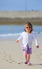 Walking on the beach (dbrothier) Tags: bzh kiberen beach plage walking quiberon jeunesse baby girl 100v10f canonfrance kid france yourbestoftoday canonef100300mmf4556usm flickr13