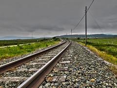 Pantano del Ebro (Rafa Gallegos) Tags: railroad espaa rain tren spain cantabria va renfe feve vas pantanodelebro vaestrecha