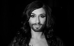 #Paris the singer @conchitawurst in front of my camera #interview @europe1 #SDC @crazyhorseparis (nikosaliagas) Tags: paris dragqueen conchita eurovision