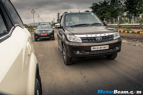 2015-Mahindra-XUV500-vs-Skoda-Yeti-vs-Tata-Safari-Storme-vs-Renault-Duster-AWD-11