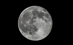 IMG_8044 (joaopedrodias) Tags: moon canon wow eos strawberry or july full honey mm visible friday 13 13th gigant 450d 55250