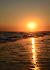 Atardecer en la playa 1 (Guille_Kat) Tags: sunset españa sun sol beach atardecer spain nikon huelva playa reflect reflejo d600