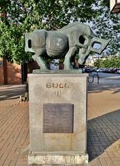 Bull (ArtFan70) Tags: sculpture usa chicago art animal statue america illinois chinatown unitedstates bull ox il zodiac oxen chinesezodiac xiamenuniversity yearoftheox armoursquare chinatownsquareplaza artdepartmentofxiamenuniversity