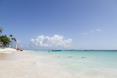 Dominicaanse Republiek (Mark Sekuur) Tags: sea beach strand zee palmtree puntacana palmboom dominicaanserepubliek bvaro caribisch laaltagracia azuurblauw