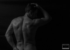 Sesin desnudo artstico (Miguel Lpez Soler - E.) Tags: blackandwhite selfportrait art blancoynegro sport contrast nude luces shadows artistic autoretrato highlights contraste deporte sombras desnudo miguellpez