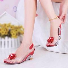 ว้าว!แดงสดใส รองเท้าแก้ว ส้นสูงแฟชั่นเกาหลีสวยหรูหราแต่งดอกไม้แก้ว นำเข้า พรีออเดอร์HS9099 ราคา1100บาท สวยแบบเจ้าหญิงอินเทรนด์ ส้นสูงใสแบบแก้วสวยหรูหราให้คุณดูมั่นใจ เป็นรองเท้าส้นสูงสวยได้ในชุดทำงานและไปเที่ยวสไตล์เกาหลีไม่ซ้ำแบบใครใส่เข้าชุดชุดเดรสแฟชั่
