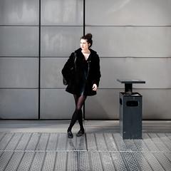 Une cigogne à la BNF (Paolo Pizzimenti) Tags: paris film paolo femme olympus bnf f18 fille zuiko jambes omd em1 cigogne pellicule 17mm m43 collant mirrorless