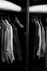 Garde robe - Hotel Mtropole / Bruxelles (hegvannasche) Tags: leica 35mm kodak trix bruxelles d76 summicron denim wabisabi levis hotelmetropole