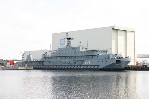 Deutsche Marine: Wohnschiff Klasse 650 FGS Y 895 WISCHE in der Jadewerft