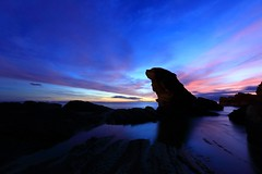在黑暗中飛行 Dark Wings ~Silhouette & Dawn of Fur seal Stone, Rueifang  海狗石~ (PS兔~兔兔兔~) Tags: ocean new travel pink color rock stone night clouds sunrise canon landscape photography dawn coast seaside twilight rocks exposure ray cloudy earlymorning taiwan erosion formation coastal serenity taipei rays bluehour lightning 台灣 台北 viewpoint 海岸 magichour 風景 東北角 pinkclouds afterglow northeastern nanya 瑞芳 weathering morningview 晨曦 日出 浪 岩石 海邊 landscapephotography 台北縣 colortemperature 清晨 圖庫 奇岩怪石 晨景 北部濱海公路 海崖 霞光 風化 侵蝕 彩霞 南雅奇岩 風景攝影 南雅奇石 海狗石 東北角暨宜蘭海岸國家風景區 瑞芳區 台灣影像 新北市 wave 晨霞 東北部海岸