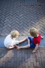 Kids playing on the street // BBQ at Bloemgracht (Merlijn Hoek) Tags: boy amsterdam contrast children kid nikon child silouette straat merlijn jochie bloemgracht tegels klinkers topshot silouet ventje strijklicht playingonthestreet merlijnhoek nikond800 speelopstraat