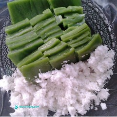 Foto di backpacker ramadhan bulan kue makanan tradisional khas banten