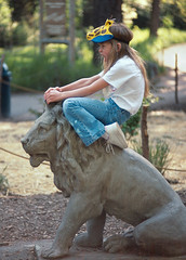I am Catwoman. Hear me roar. (peter.a.klein (Boulanger-Croissant)) Tags: leica woman girl hat statue cat zoo funny humor lion tshirt sneakers jeans unposed roar catwoman decisivemoment spontaneous halleberry helenreddy nikkor852