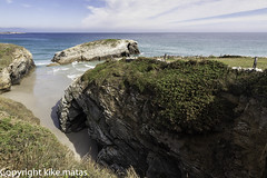 Playa de las Catedrales, Galicia (kike.matas) Tags: nature canon agua sigma paisaje galicia lugo rocas acantilados playadelascatedrales canoneos50d kikematas lightroom4 sigma1020f35exdchsm