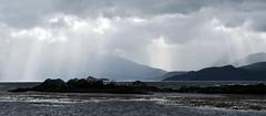 (jo.alvarezv) Tags: clouds tierradelfuego ushuaia nubes sunrays rayosdesol