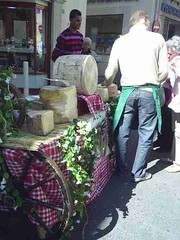 mot-2006-remoulins-pic_0037_st-remy-market-cheese-stall_450x600