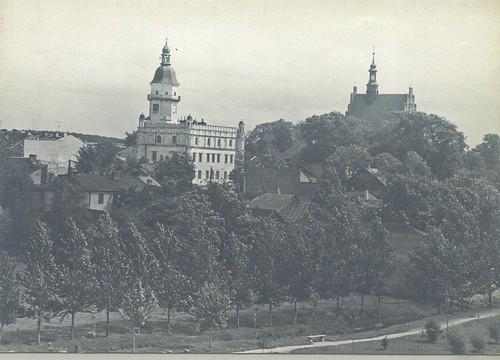 Ratusz Miejski i kościół św. Zygmunta - widok z Parku Radziwiłłowskiego