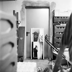 autoportret z mistrzem (Kamil Cicho) Tags: summer portrait bw 6x6 film analog movie photography mirror day fotograf photographer natur free poland polska natura medium format 100 12 kamil autoportret lustro lato autoportraits fomapan welta portraitself weltaflex cicho wolne rainself parzynw autoportretw