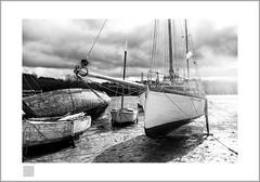 old gafer (Emmanuel DEPARIS) Tags: emmanuel deparis vieux gréments bretagne message last call cimetière cimetery boat épave wreck sea beach france lendormi
