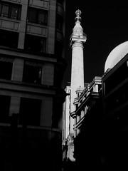 The Monument, Llundain / London (Rhisiart Hincks) Tags: pensaernïaeth arkitektura architecture adeiladouriezh tisavouriezh ailtireachd pennserneth lloegrenglandbrosaozlondon loundre s伦敦 londrez londër lunnainn llundain londyn londres לונדון londra lontoo londain ਲਨਡਨ lloegr england sasana brosaoz ingalaterra angleterre inghilterra anglaterra 英国 angletèrra sasainn انجلتــرا anglie ngilandi eu ewrop europe christopherwren duagwyn gwennhadu dubhagusgeal dubhagusbán zuribeltz czarnobiałe blancinegre blancetnoir blancoynegro blackandwhite اسودوابيض، bw zwartenwit mustajavalkoinen crnoibelo černáabílá schwarzundweis feketefehér melnsunbalts juodairbalta negrușialb siyahvebeyaz črnoinbelo черноеибелое чорнийібілий 黒と白 黑与白, themonument eòrpa aneoraip