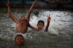 Playtime (Lil [Kristen Elsby]) Tags: travel river asia play editorial dhaka joyful bangladesh splashing southasia bangladeshi showingoff childrenplaying buriganga travelphotography energetic canon70200f28l canon7020028l burigangariver canon5dmarkii