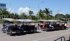 Transporte popular - Tarapoto - Per (Carlos Ramirez Alva) Tags: honda selva per moto sanmartin tarapoto canon1740mm motocar selvaperuana motokar canon5dmarkii