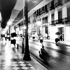 #walking the #city #granada #bnw #dream #people #peace #peaceful #happy (cepilana78) Tags: city people walking happy peace dream peaceful granada bnw