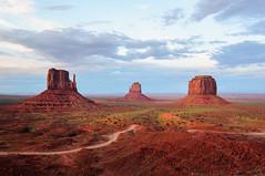 Monument Valley (sylvainfriquet) Tags: usa landscape roadtrip navajo monumentvalley 2010