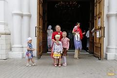 7. У входа в храм