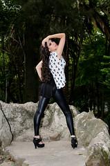B&W (Roberto Serna) Tags: sexy blanco fashion y negro tshirt bosque latex playera roca piedra licra peil