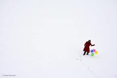 برف Snow (Hadi Nikkhah) Tags: برف بادکنک رنگی دختر آذربایجان نیکون سفید snow © balloons colorful