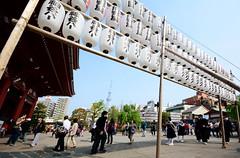 Sensō-ji Tōrō (iainwalker) Tags: trees tower japan sensoji tokyo shadows mask religion crowd buddhism tourists lanterns asakusa buddhisttemple 2014 broadcasttower sensōji tōrō skytree tokyoskytree tōkyōsukaitsurī nikond7100