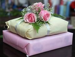هدية (a_3thoor_93) Tags: gift present تصويري هدية