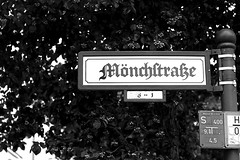 Mnchstrae (diablopb) Tags: bw white black berlin schilder sign canon germany deutschland 50mm plate schild ii 18 spandau 70d mnchstrase moenchstrase