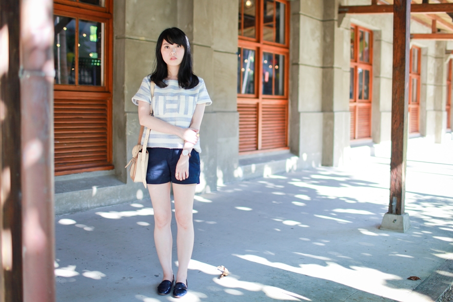 dahlia-stripe-top-cambridge-satchel-uniqlo-shorts-3