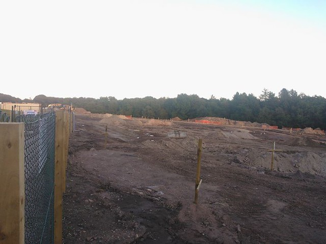 28/08/2014 - A look across the construction site.