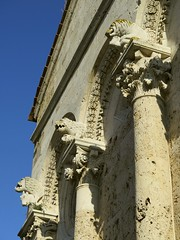 Lions de la faade (dtail) (Jean (tarkastad)) Tags: tarkastad italie italy italia italien toscane toscana tuscany sculpt roman romanesque chapiteau