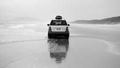 Mercedes on the water (F719D) Tags: mercedes mercedesbenz beach water waves mist mountains track trail reflection reflejo huellas ml surf board surfboard sand