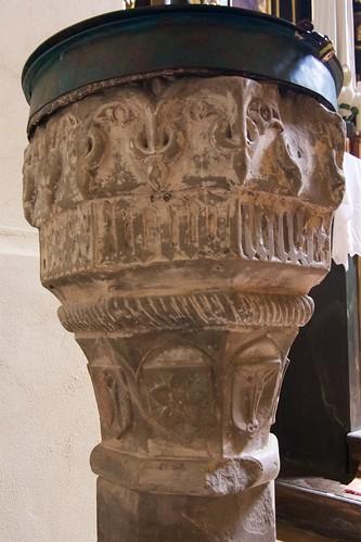 Kamienna chrzcielnica (1492) w kościele Wniebowzięcia NMP i św. Stanisława BM w Bodzentynie
