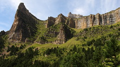 The great walls of Ordesa (7th_cloud) Tags: park parque espaa cliff mountain nature canon landscape geotagged spain espanha europe circo natureza montanha pyrenees pirineos ordesa g11 coth valledeordesa supershot fantasticnature carriata tozaldelmallo coth5 canonpowershotg11 sunrays5