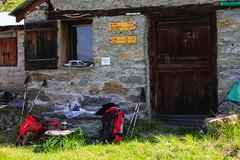 Sosta all'Alp de Comun (Roveclimb) Tags: mountain alps trekking hiking hut alm alpinismo comun svizzera alp alpi montagna alpe paglia pizzo escursionismo mesolcina graubunden alpeggio grigioni mountainering roveredo muncech altolario grono leggia pizzopaglia