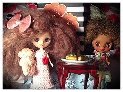 Blythe-a-Day July 2014#5:Teddy Bears' Picnic--with Keely (left) and Lola (right)